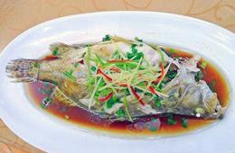 合抱木家居资讯-清蒸鱼的做法简单吗?清蒸鱼好吃吗?