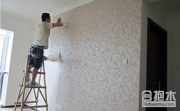 墙纸接缝处有胶痕