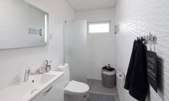 卫生间的马桶和镜子摆放的风水