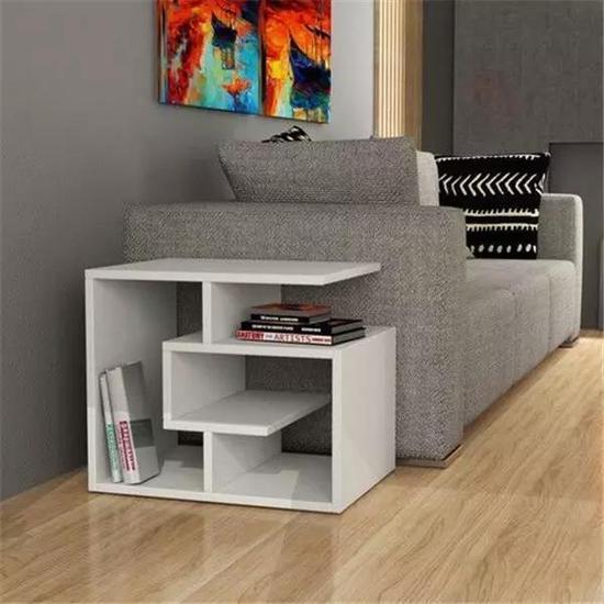 沙发边上的小书架