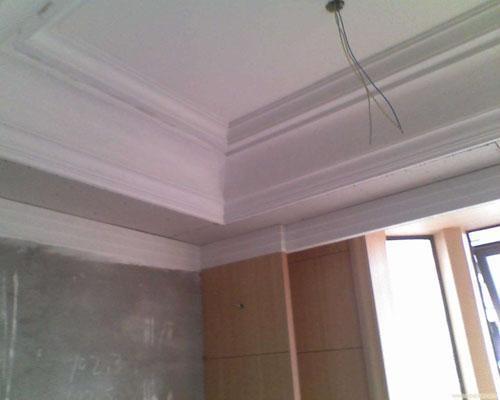 天花板装吊顶还是石膏线