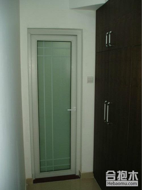 哪种卫生间门不易受潮变形?根据材质选择不后悔!