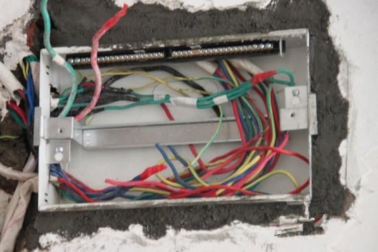 合抱木装修学堂-家庭电路改造中常见偷工减料手段