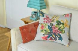 合抱木裝修學堂-怎么選擇沙發靠墊抱枕 抱枕選購指南