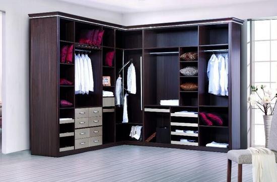 合抱木家居資訊-必備!整體衣柜清洗4大訣竅