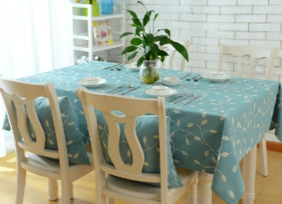 合抱木家居資訊-餐桌布的選擇和搭配技巧