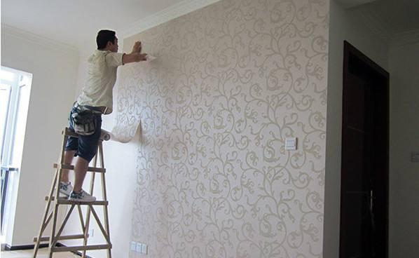 合抱木装修学堂-墙纸接缝处有胶痕,如何快速处理