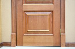 合抱木装修学堂-10bet十博来支招:木门应如何与家居装修巧妙搭配?